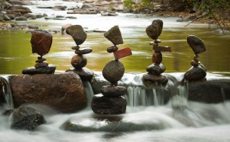 tas-cailloux-pierre-equilibre-01